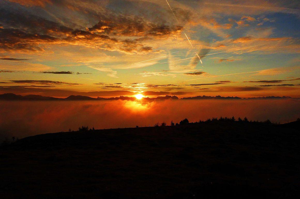 Sonnenaufgang in den Bergen - ein magischer Moment