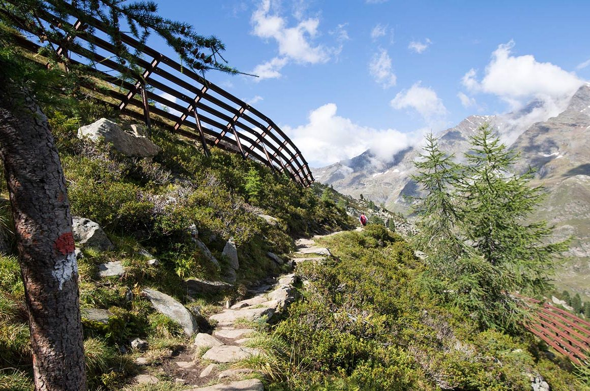 Wanderweg am Meraner Höhenweg