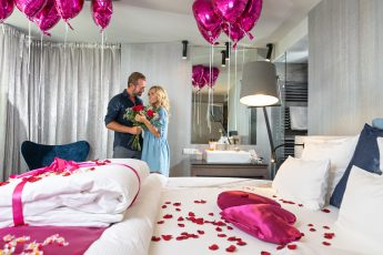 Paar in der Romantic Suite