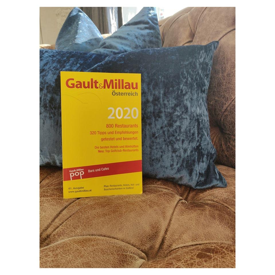 Gault Millau Guide 2020 auf der Ledercouch im Preidlhof